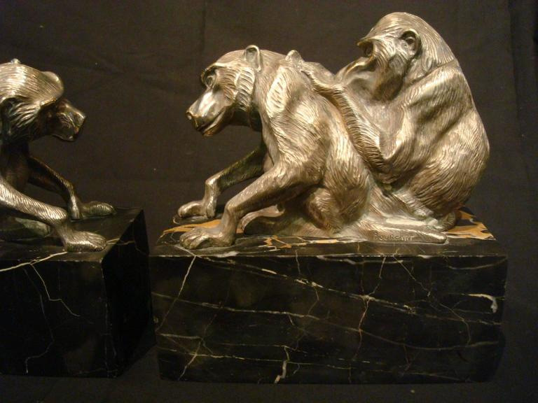 French Art Deco Bronze Heavy Group of Monkey's Bookends, France, circa 1925 For Sale
