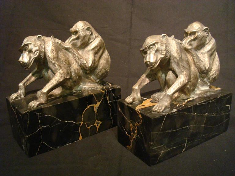Early 20th Century Art Deco Bronze Heavy Group of Monkey's Bookends, France, circa 1925 For Sale