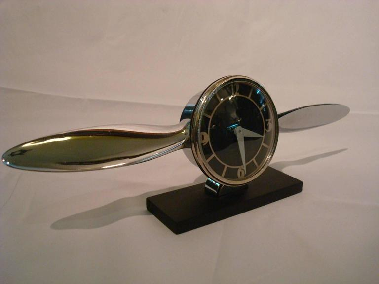 Streamline Airplane Propeller Desk Clock In Good Condition For Sale In Buenos Aires, Olivos