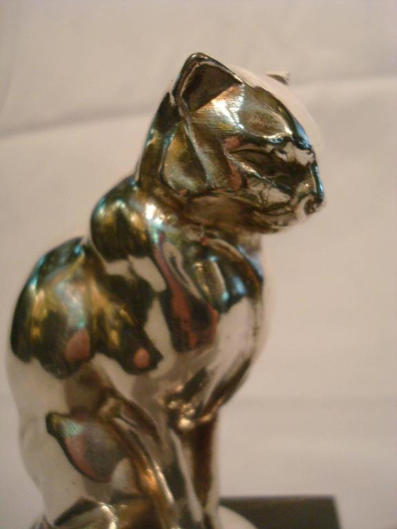 Art Deco silver plated figure of a sitting cat mounted over a Italian portoro marble base. Paperweight or car mascot.