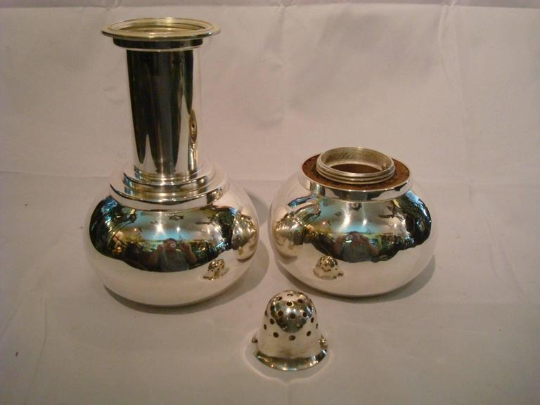 Rare Art Deco 'Dumb-Bell' silver plated English cocktail Shaker in the form of weight-lifters dumb bells. Marked : Mappin & Webb Pat Applied for 20510/35. Fantastic Barware. Absolutely stunning dumbbell cocktail Shaker, silver plated novelty Shaker,