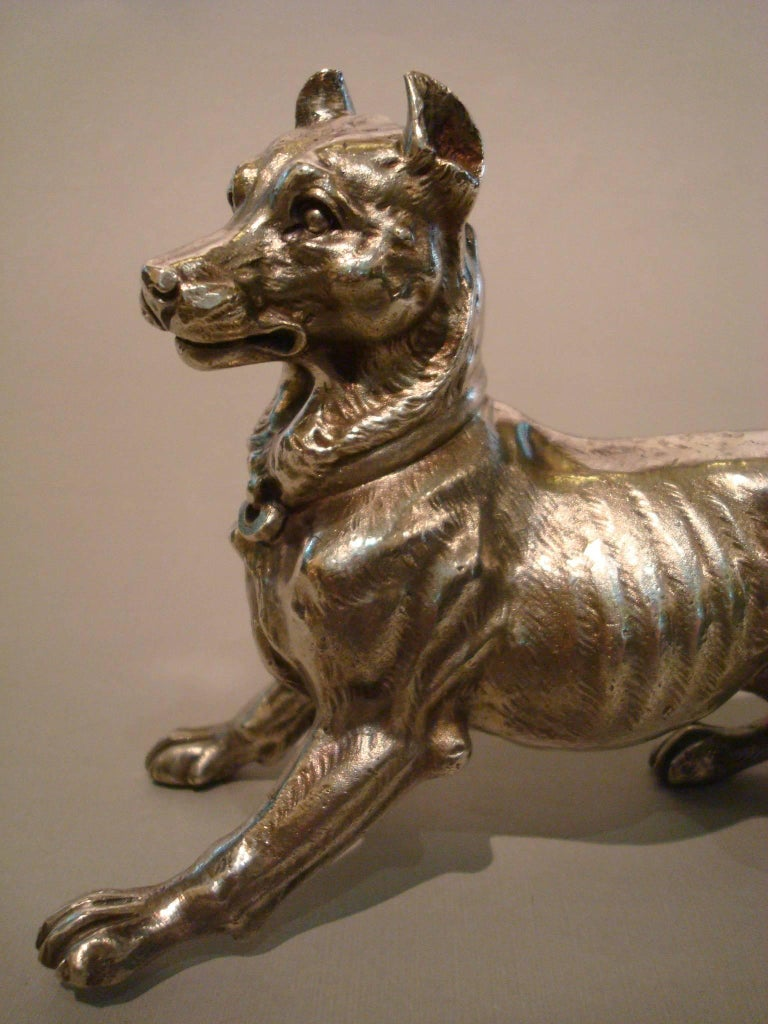 Big Silvered Bronze Vienna Dog Sculpture, Paperweight, 1900s In Good Condition For Sale In Buenos Aires, Olivos
