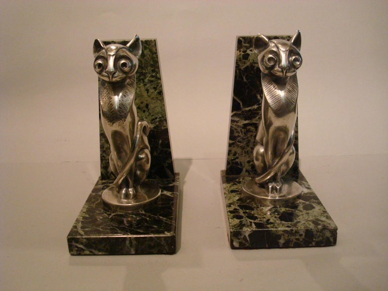 Very nice Art Deco silvered bronze cat bookends. Made in France, signed Becquerel and Foundry Etling Paris. Mounted over dark green marble bases. The cats have a Egyptian style.