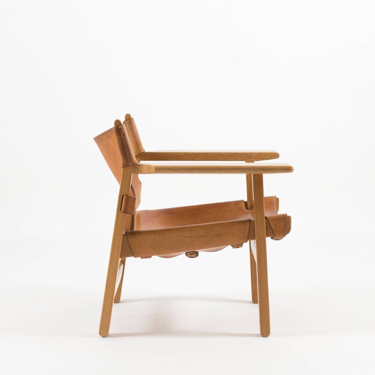 Borge Mogensen the Spanish chair in oak and leather. Executed by Fredericia Furniture, Denmark, 1959–1961. Leatherwork by Dahlman Saddlers.