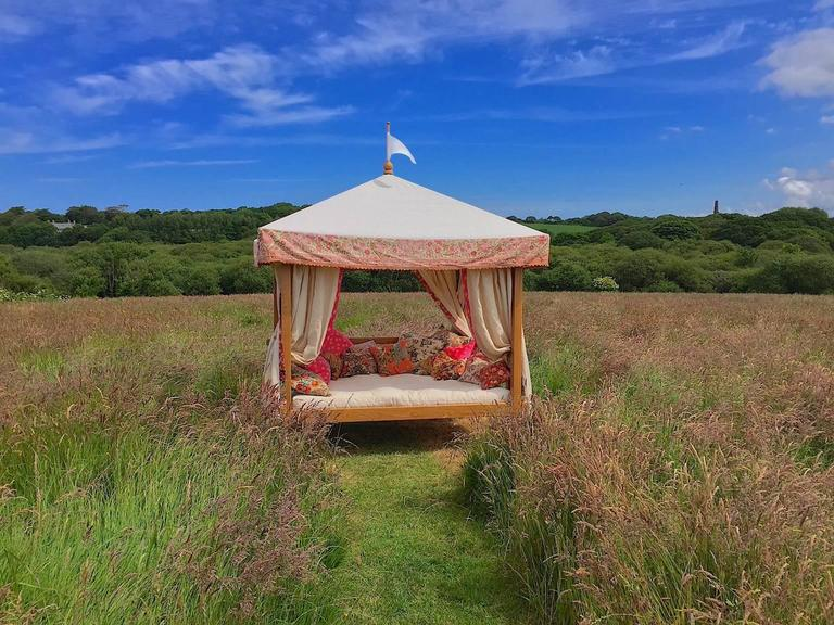 From Sunbeam Jackie the creators of the iconic Sunbeam Jackie parasol their daybed, one of the most decadent pieces of outdoor furniture available. The daybed comes made-to-order and all-inclusive of the following:  Oak frame traditionally crafted