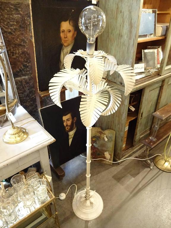 Fun vintage French mid-20th century floor lamp, shaped as a palm tree. In white painted patinated iron.