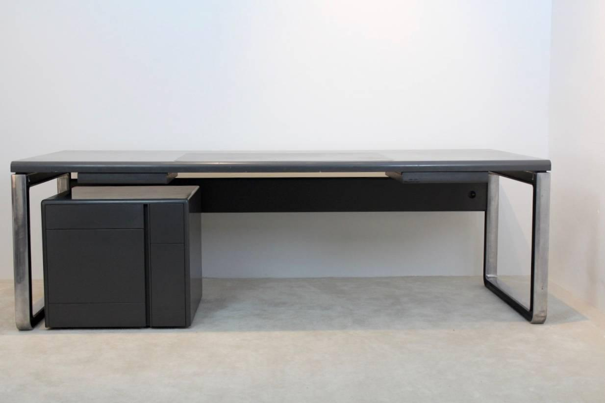 Unique osvaldo borsani writing desk for tecno with leather for Unusual writing desks
