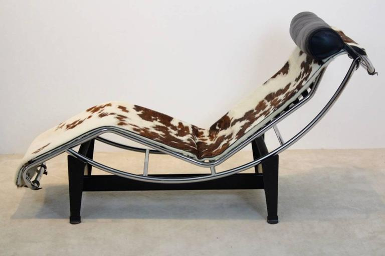 Le corbusier pony skin lc4 for cassina by pierre jeanneret for Chaise longue le corbusier pony