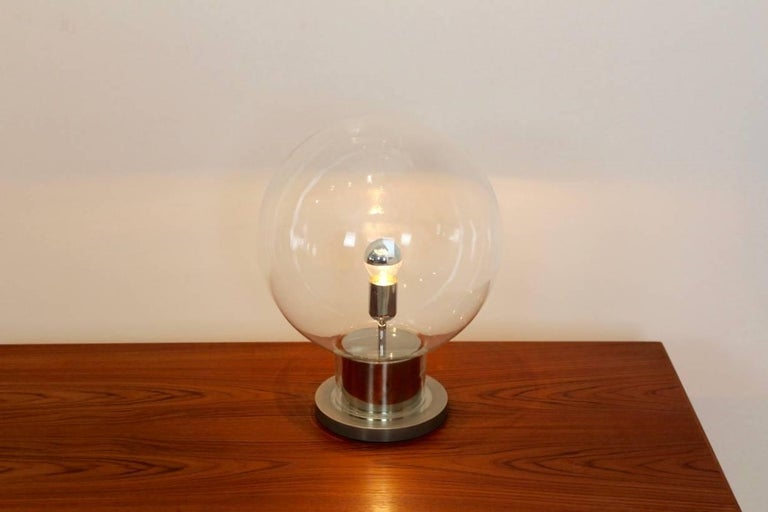 Iconic RAAK Amsterdam Extra Large Globe Chrome and Glass Table Lamp In Excellent Condition For Sale In Voorburg, NL