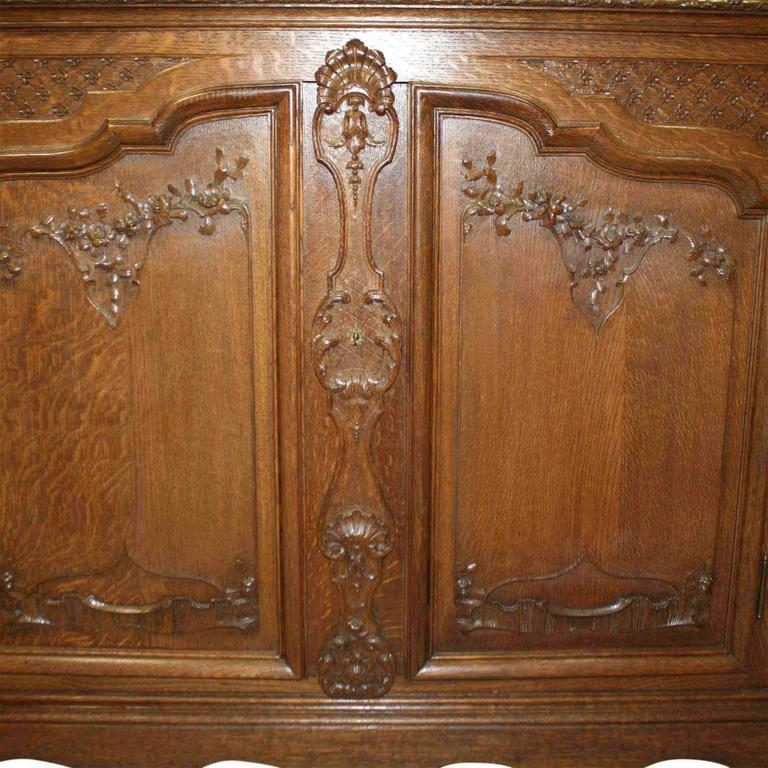 Late 19th Century Louis XV Style Hutch For Sale 3