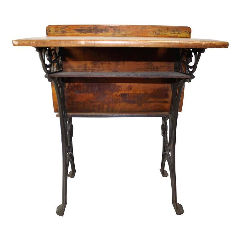 E. H. Stafford Mfg. Co. of Chicago School Desk, circa 1900 In Good Condition - E. H. Stafford Mfg. Co. Of Chicago School Desk, Circa 1900 At 1stdibs