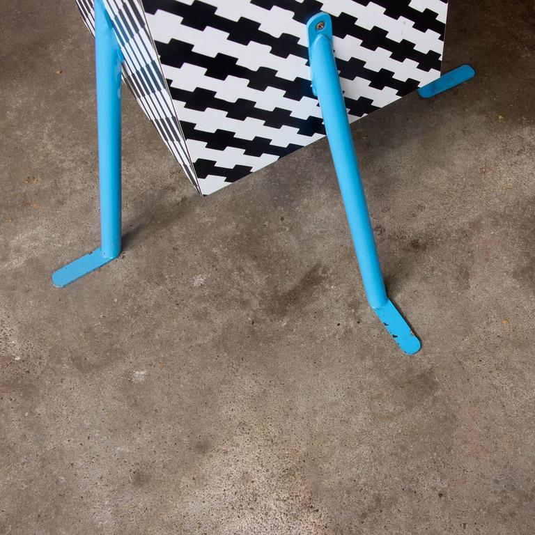 1981, Michele de Lucchi Kristall Side Table 'Robicara' for Memphis Milano For Sale 2