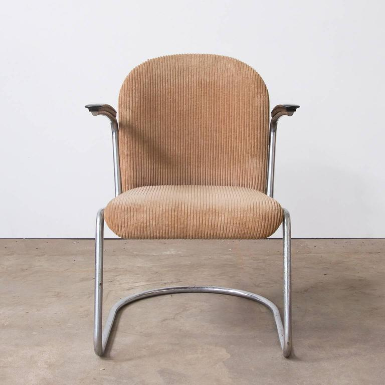 1935, W.H. Gispen by Gispen Culemborg, 413 Easy Chair in Original Corduroi Fabri In Good Condition For Sale In Amsterdam, North Holland
