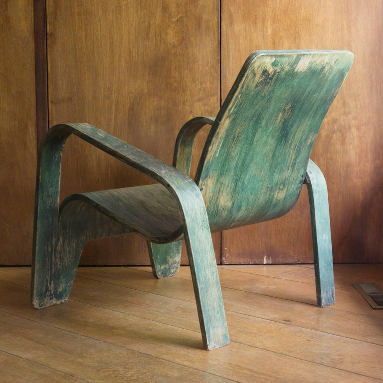 The chair, probably used on the book of Peter Voge and Bab Westerveld cover, because exactly in the same colour. Loss of paint which gives the chair a beautiful character. Some chips of wood missing on top (see picture 10). The seat is slightly