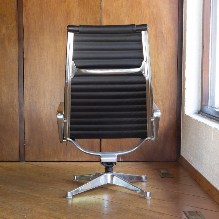 American 1958, Ray & Charles Eames for Herman Miller, Lounge Chair EA 124 + EA 125 For Sale