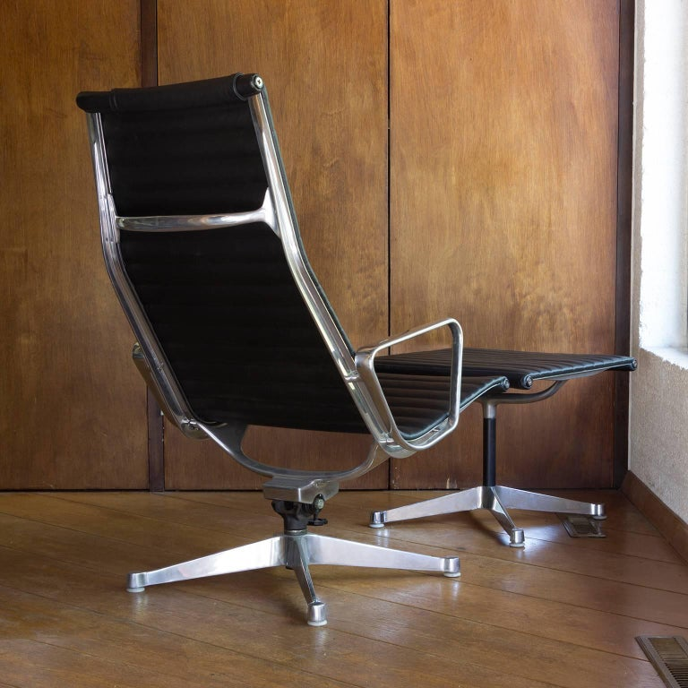 Mid-Century Modern 1958, Ray & Charles Eames for Herman Miller, Lounge Chair EA 124 + EA 125 For Sale