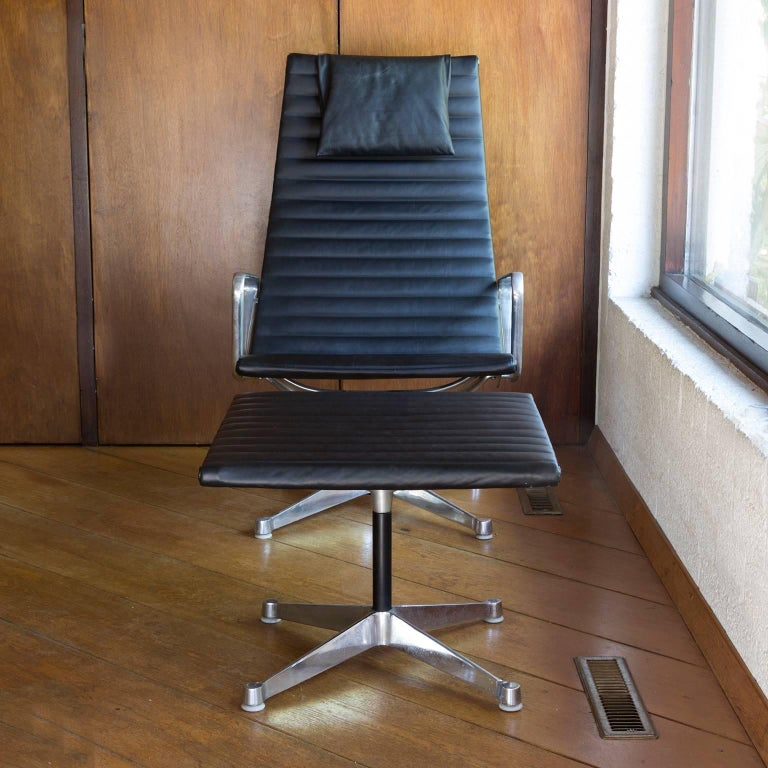 1958, Ray & Charles Eames for Herman Miller, Lounge Chair EA 124 + EA 125 In Good Condition For Sale In Amsterdam, North Holland
