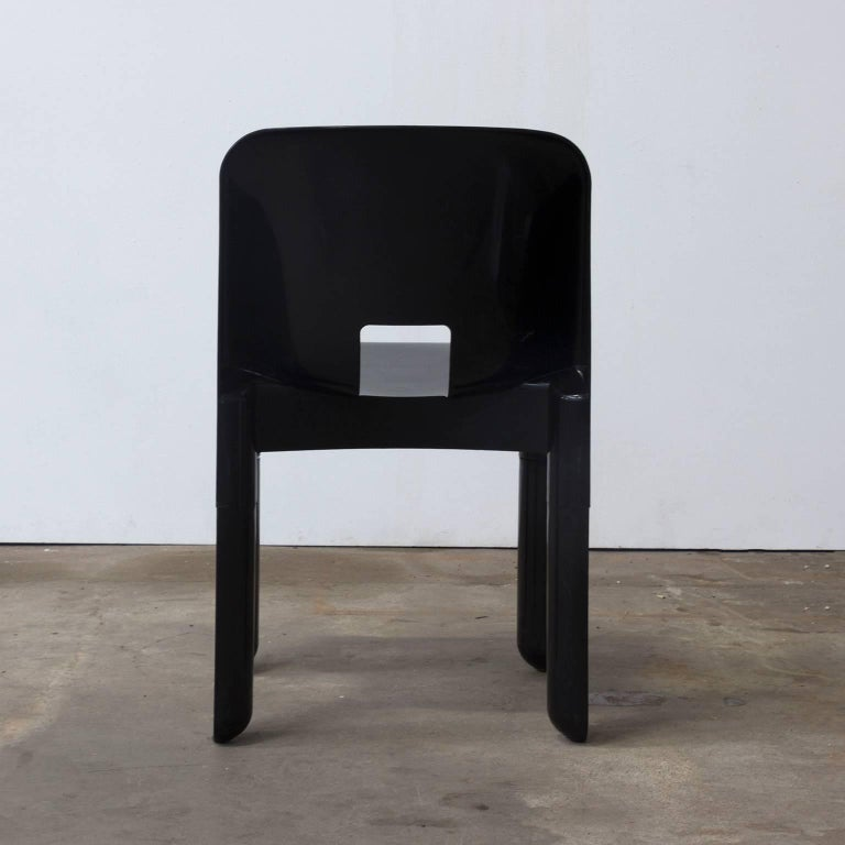 1967, Joe Colombo, Universale Plastic Chair, Type 4867, Seven Pieces in Black In Good Condition For Sale In Amsterdam, North Holland