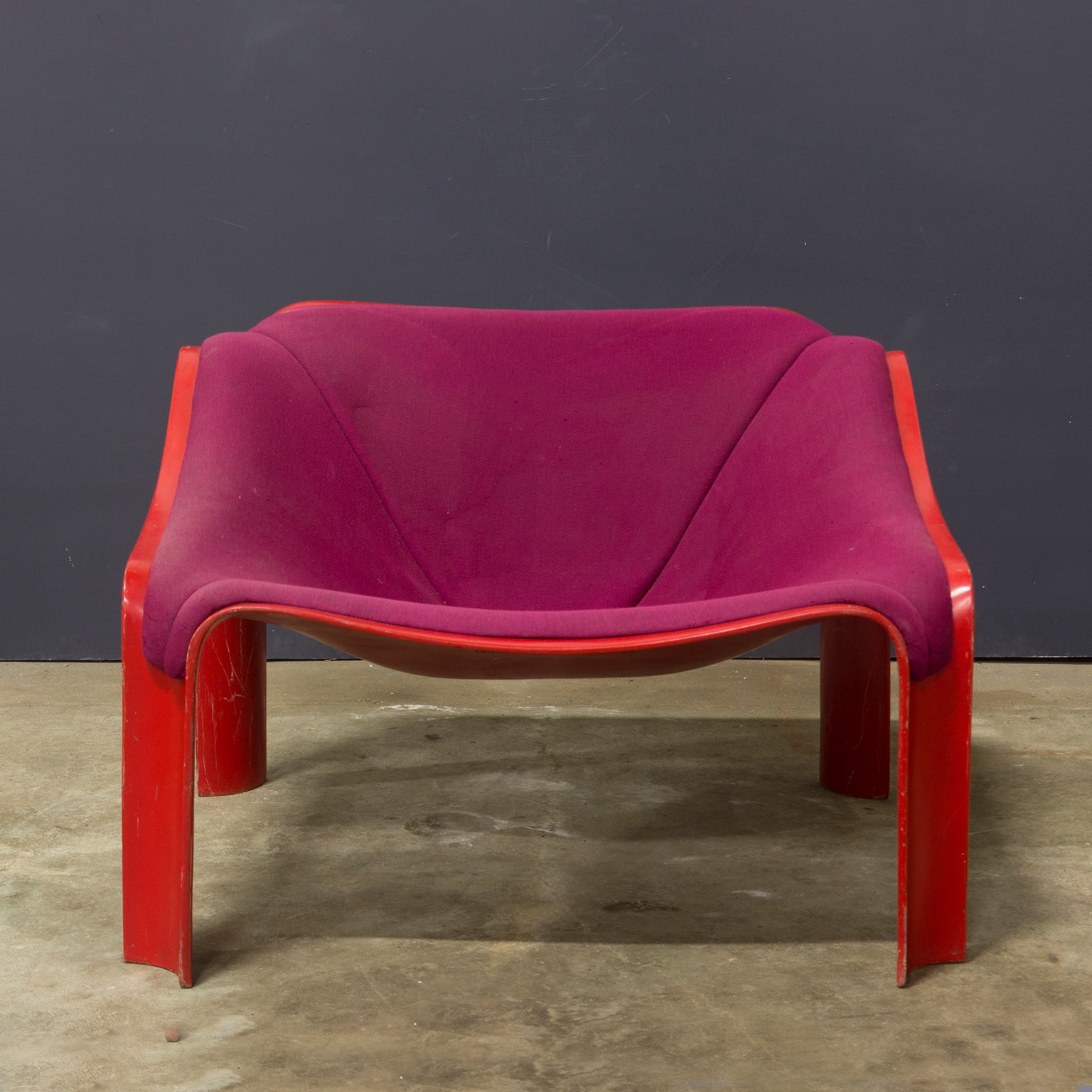 Egg Chair Roze.1963 Pierre Paulin F303 Lounge Chair In Red With Upholstery For