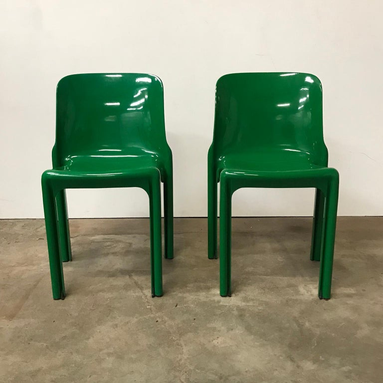 1969, Vico Magistretti for Artemide, Set of Four Green Selene Chairs In Good Condition For Sale In Amsterdam, North Holland