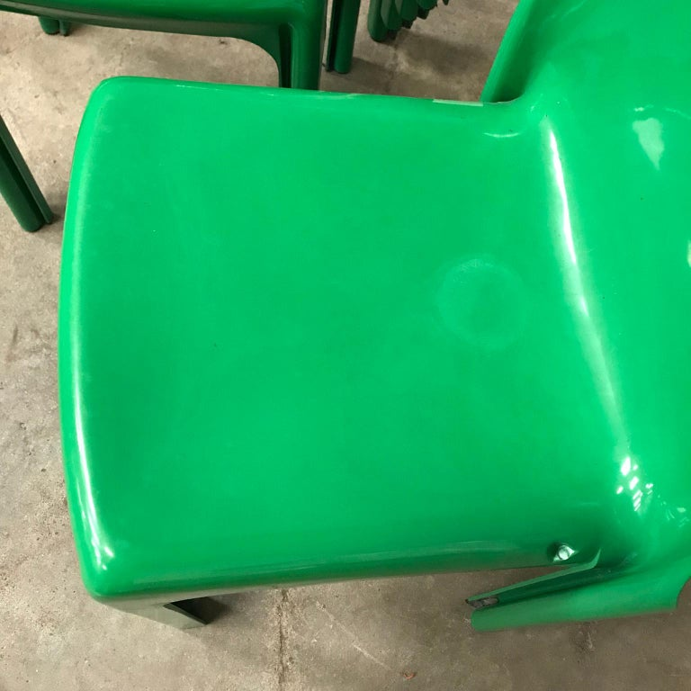 1969, Vico Magistretti for Artemide, Set of Four Green Selene Chairs For Sale 12