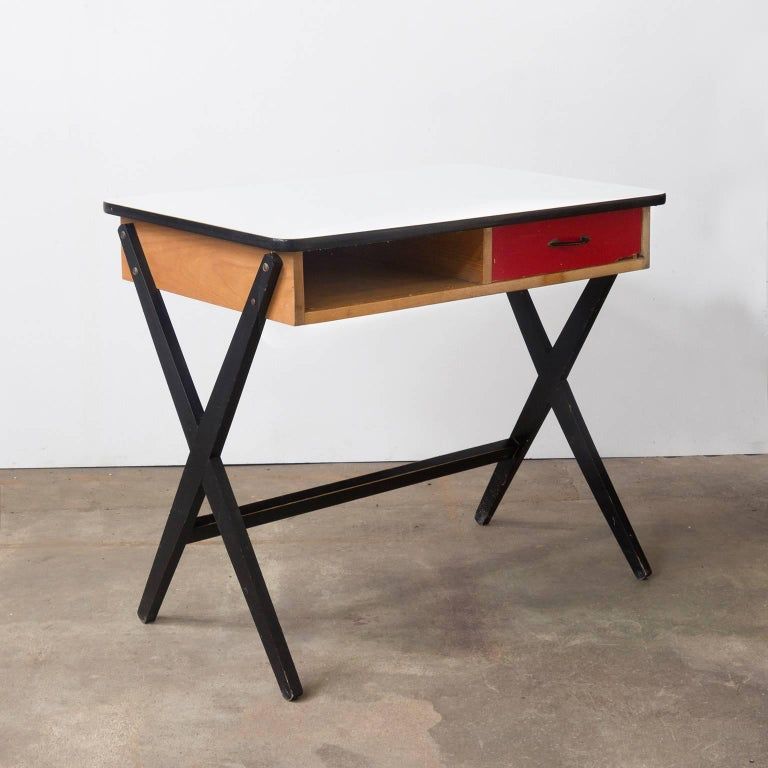 Beautiful designed, original little writing desk in wood with X-base, red colored drawer and formica top. Coen de Vries is among the Dutch pioneers of Industrial Design Many of Coen de Vries' practical designs where recommended by Goed Wonen (Good