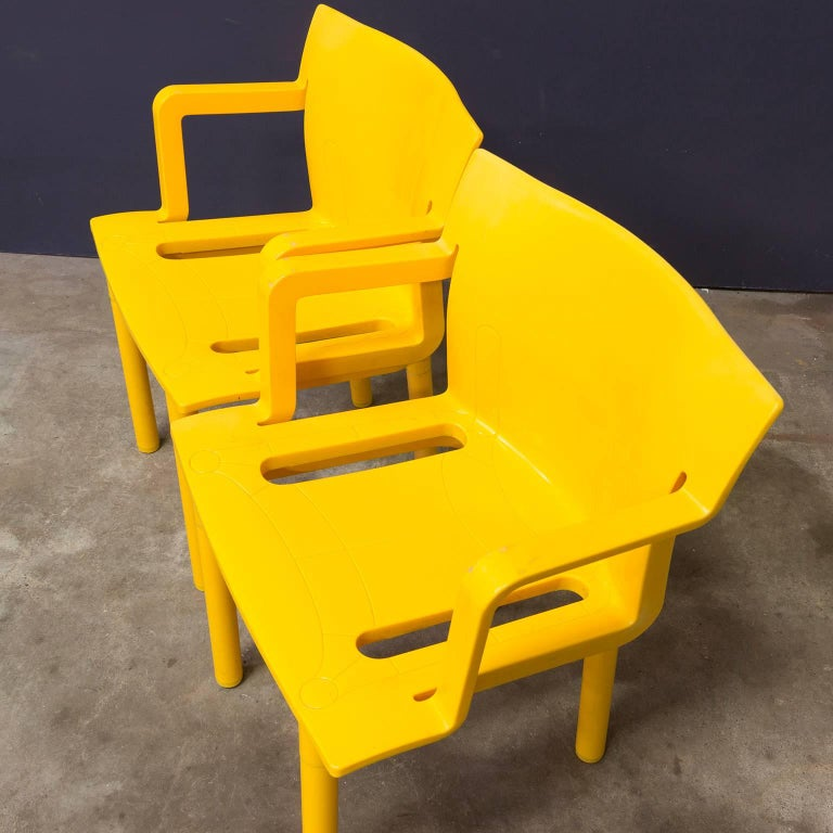 1986, Anna Castelli Ferreri for Kartell, Model 4870, Rare in Yellow with Arms In Good Condition For Sale In IJmuiden, North Holland