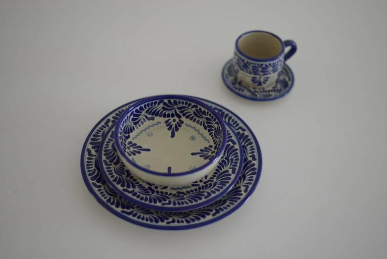 This design is hand-painted is one of the most traditional in talavera. Service for 12: 12 dinner plate 27 cm. 12 salad plate 20 cm. 12 soup bowl 15 cm. 12 bread plate 14 cm. 12 coffee cup 7 cm. 12 butter plate. 12 espresso cup. One round
