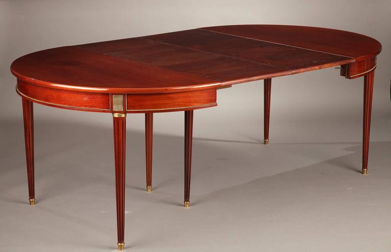 Extendable Mahogany Veneer Table Louis XVI Period 18th  : 1716GueridonacajouLouisXVI10l from www.1stdibs.com size 768 x 496 jpeg 25kB