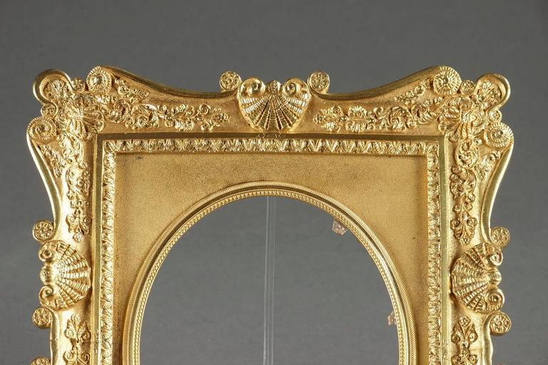 French Gilt Bronze Frame Decorated with Shells In Good Condition For Sale In Paris, FR