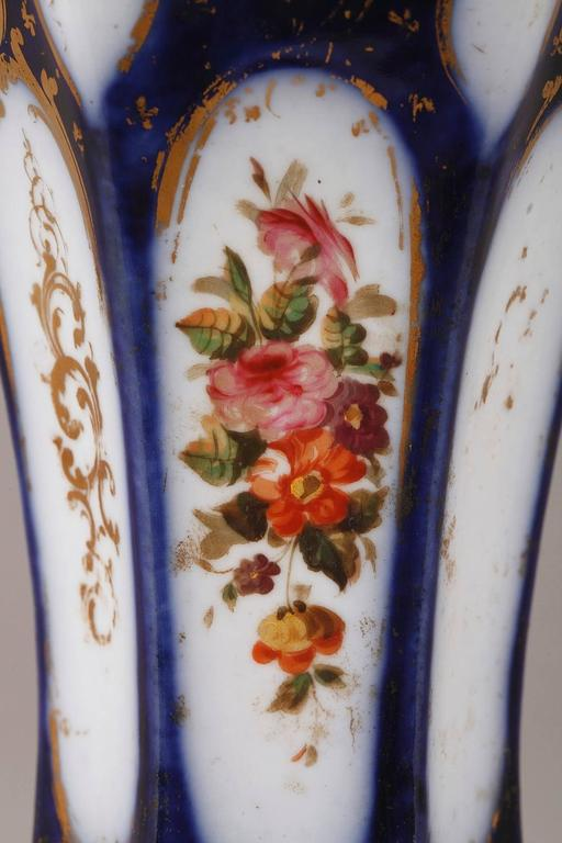Pair of Napoleon III Porcelain Vases For Sale 2