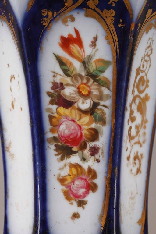 Pair of Napoleon III Porcelain Vases For Sale 3