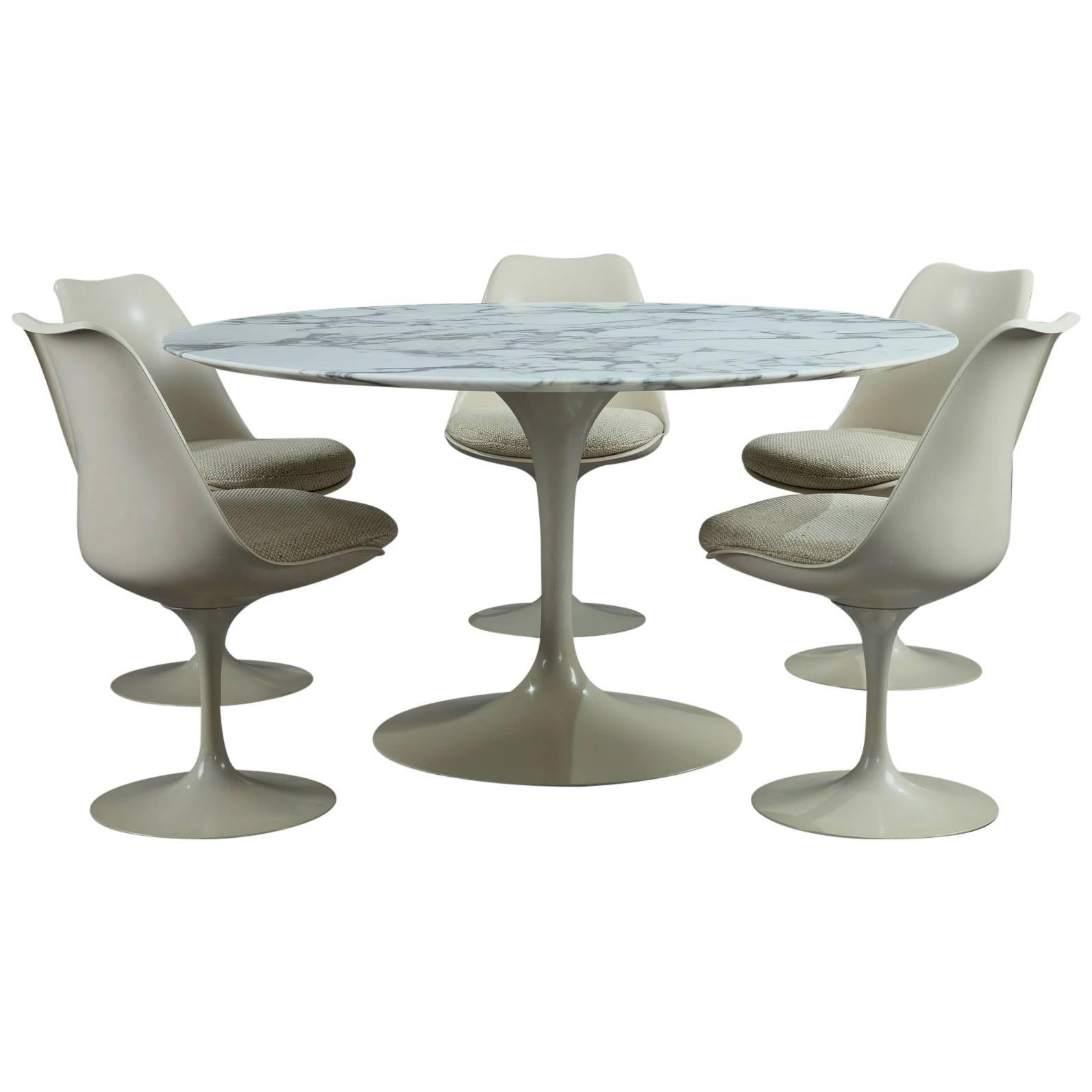 Tulip Dining Table And Set Of Five Tulip Seats By Eero Saarinen For Knoll  For Sale