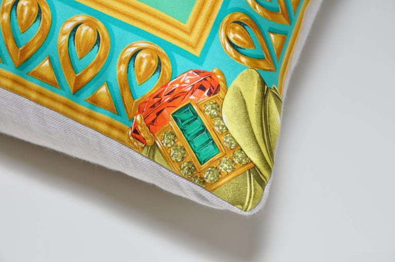 Large Vintage Cartier Jewelry Print Green Gold Silk Fabric & Irish Linen Pillow In Excellent Condition For Sale In Great Britain, Northern Ireland