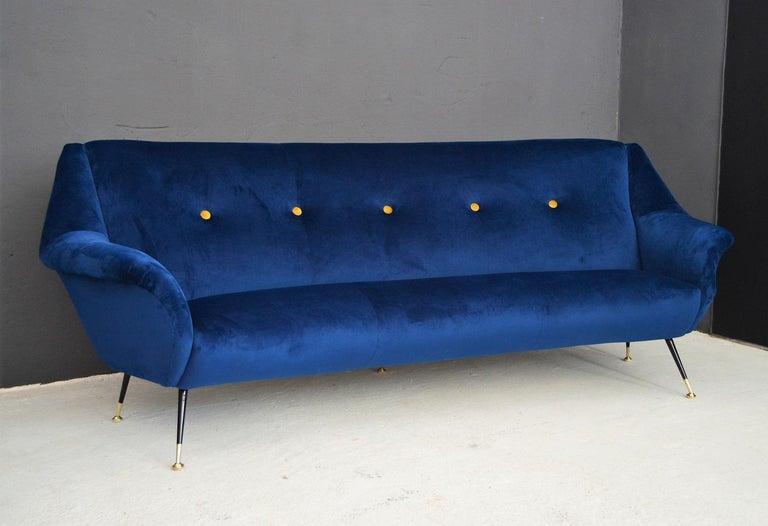 Italian Mid-Century Modern Curved Sofa Reupholstered in Blue Velvet, 1950s For Sale 4