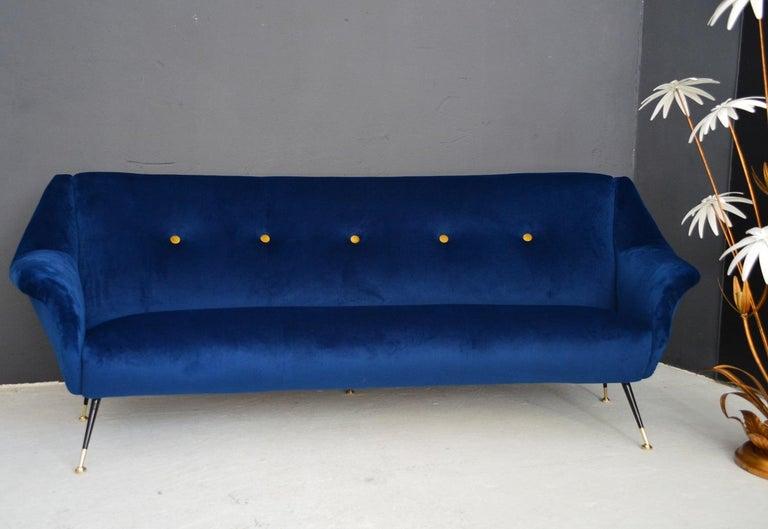 Italian Mid-Century Modern Curved Sofa Reupholstered in Blue Velvet, 1950s For Sale 9
