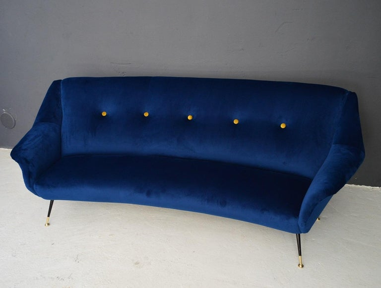 Italian Mid-Century Modern Curved Sofa Reupholstered in Blue Velvet, 1950s For Sale 13