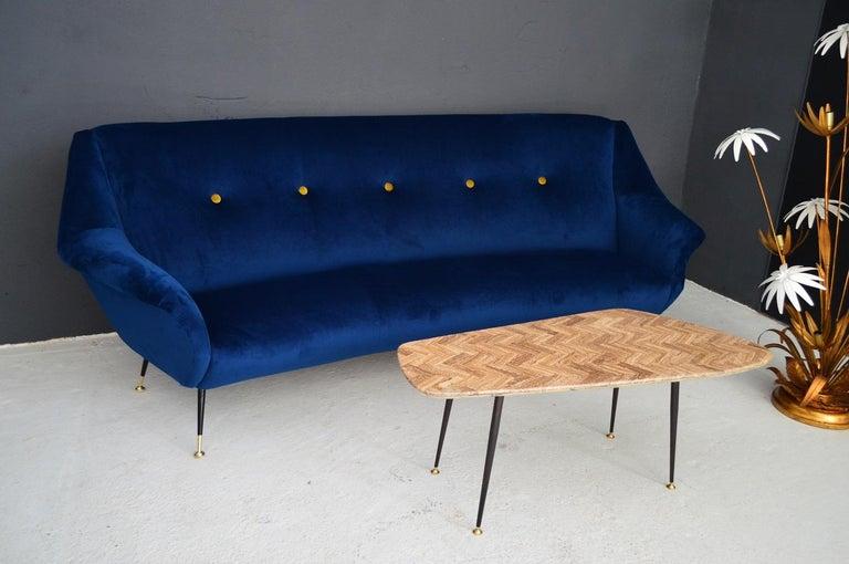 Italian Mid-Century Modern Curved Sofa Reupholstered in Blue Velvet, 1950s For Sale 15