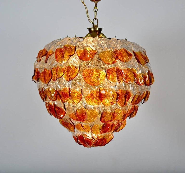 Italian Midcentury Murano Extra Large Chandelier with 99 Crystal Glass Leafs In Good Condition For Sale In Clivio, Varese
