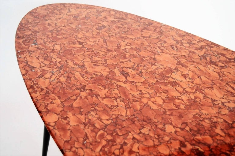 Mid-Century Italian Red Marble Coffee or Side Table, 1950s In Excellent Condition For Sale In Clivio, Varese