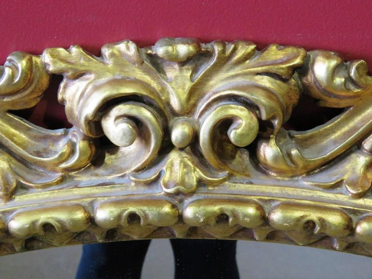 Gilt Carved Hanging Wall Mirror In Good Condition For Sale In Swedesboro, NJ
