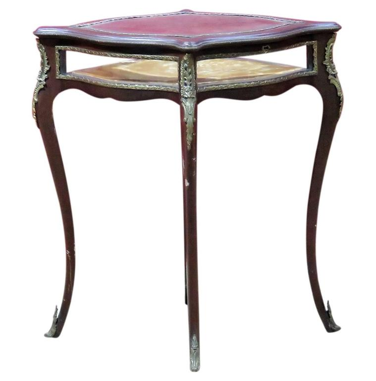 Louis xv style vitrine table for sale at 1stdibs for Table vitrine