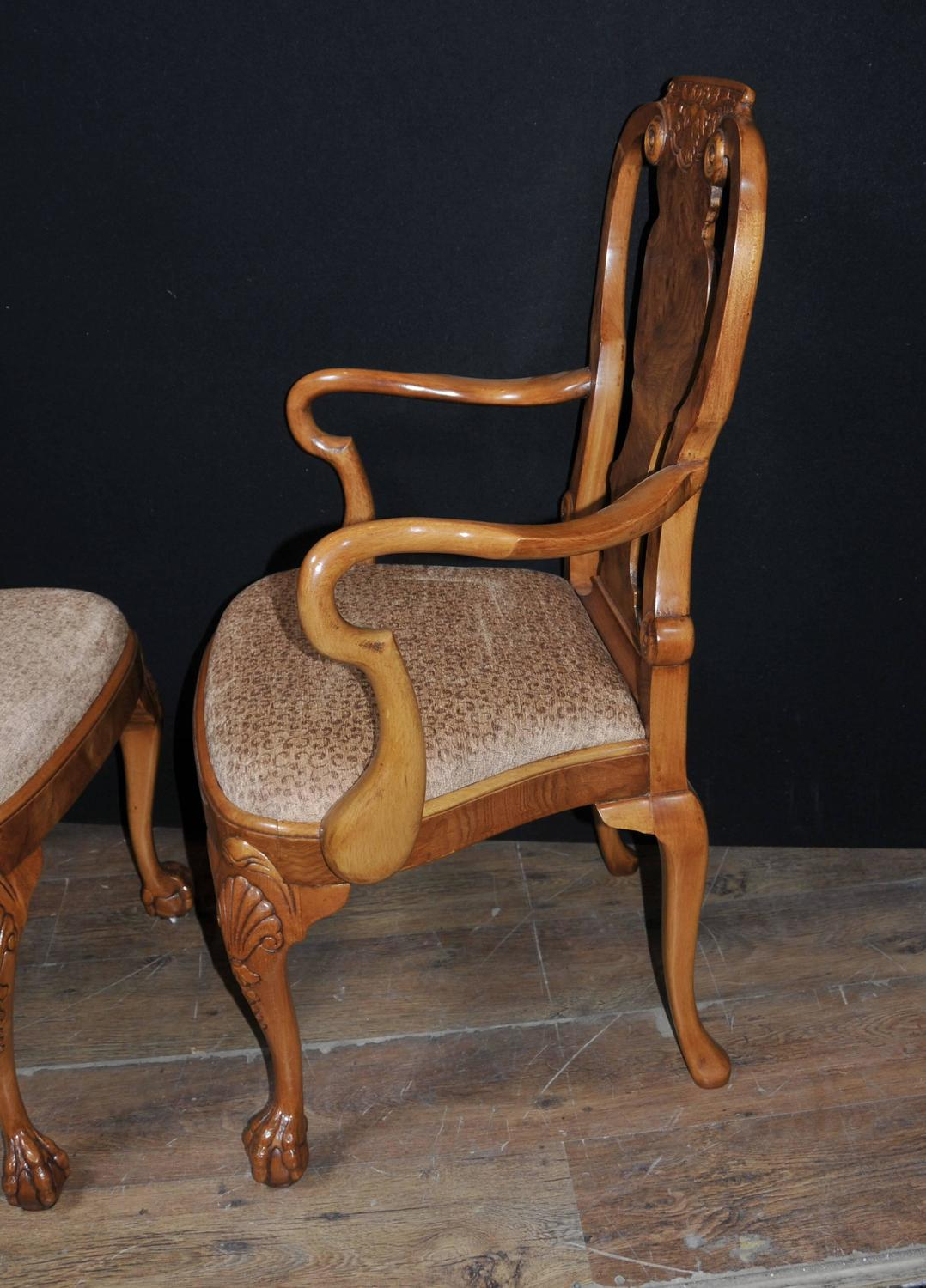 Set Of Eight Walnut Queen Anne Dining Chairs For Sale At 1stdibs