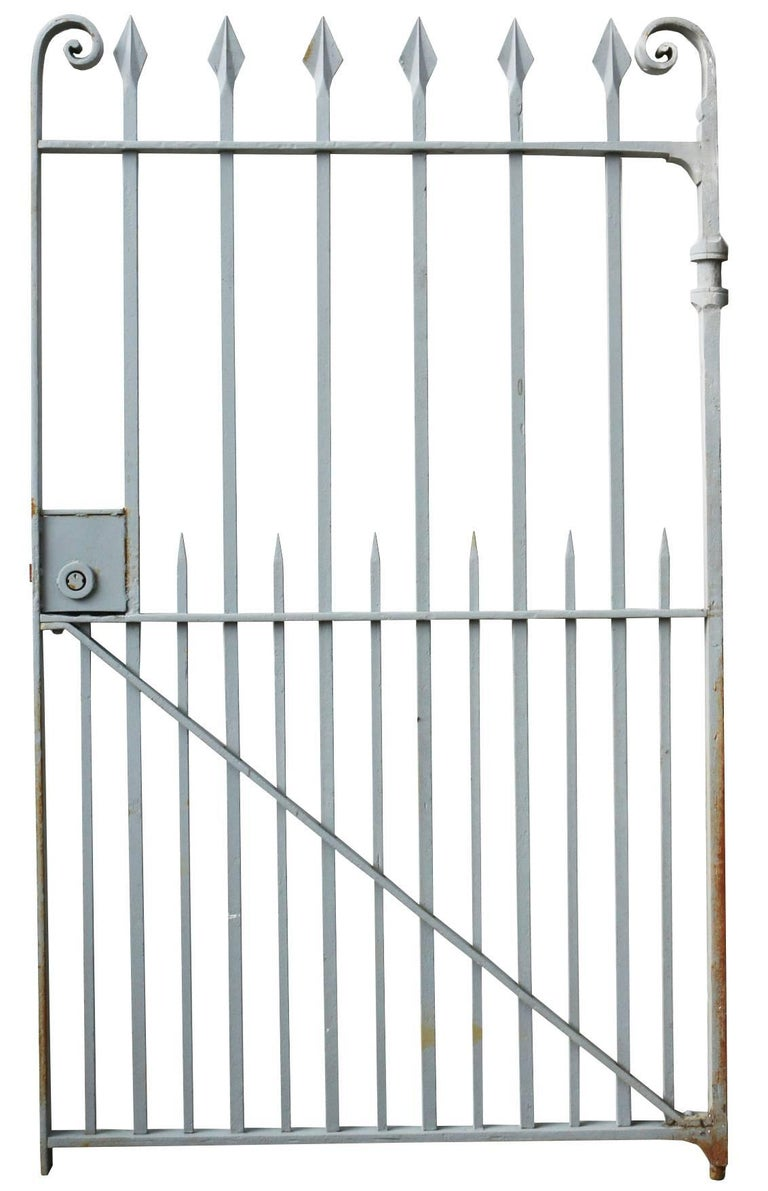 This gate has been shot blasted and finished in a grey primer. Measure: Weight 112 kg.