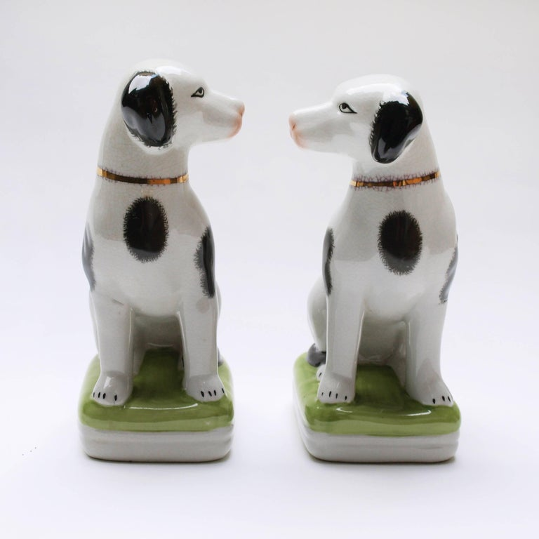Mid-Century Modern A Pair of English 20th Century Painted Mantle Dog Ornaments For Sale