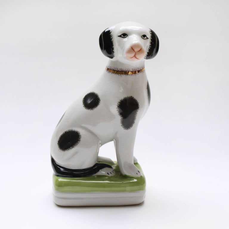 A Pair of English 20th Century Painted Mantle Dog Ornaments In Excellent Condition For Sale In London, GB