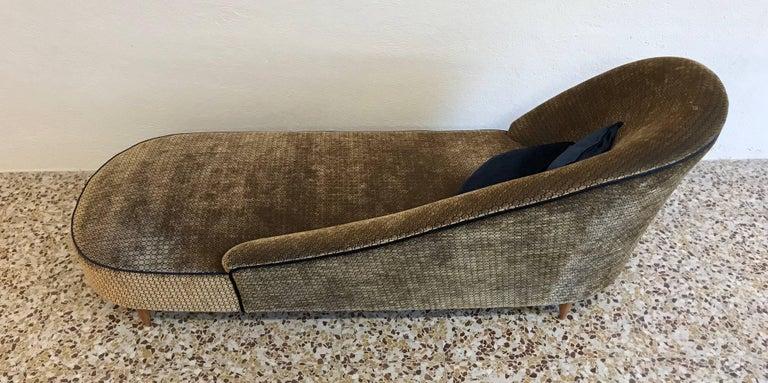 Velvet Elegant Italian 1950s Chaise Longue For Sale