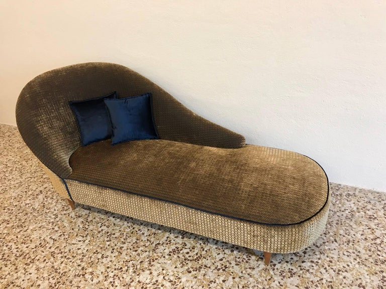 Mid-Century Modern Elegant Italian 1950s Chaise Longue For Sale