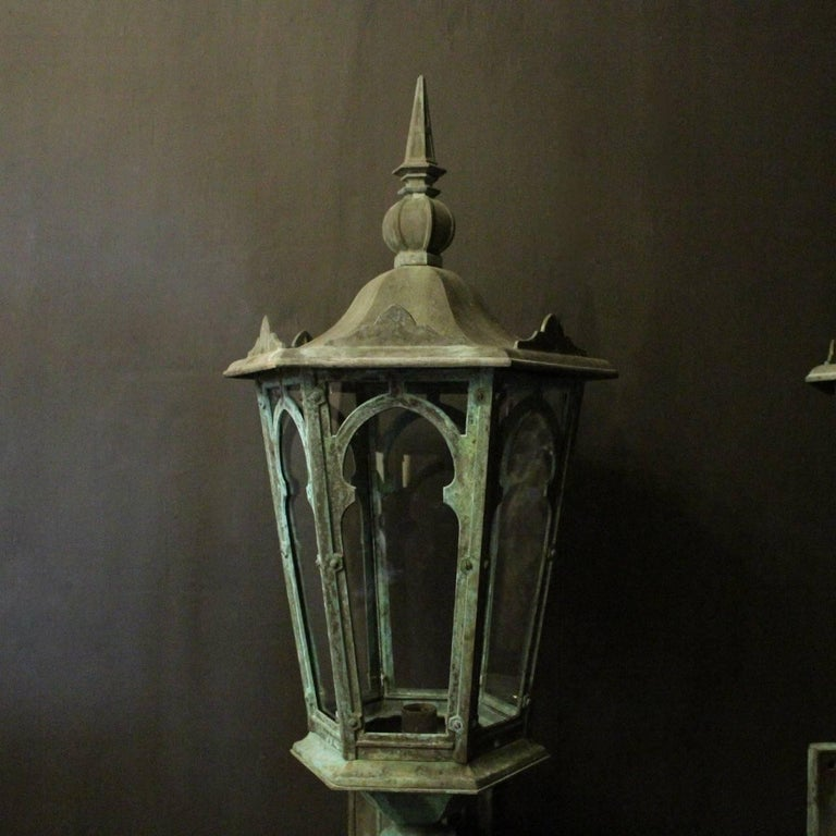 English 19th Century Pair of Large Bronze External Antique Wall Lanterns For Sale 1