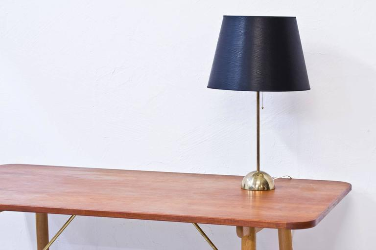 1960s Scandinavian Brass Table Lamp by Bergboms In Good Condition For Sale In Stockholm, SE